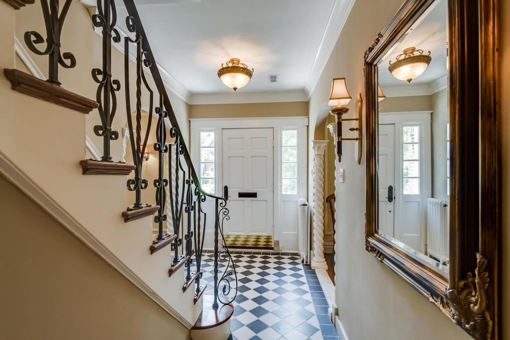 Foyer Home St Louis Reims : Pristine property in central west end st louis business