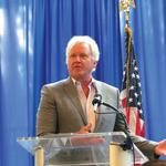 GE CEO <strong>Immelt</strong> says politicians not working with business leaders