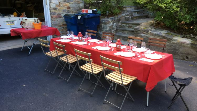 An adult picnic how to build a portable outdoor dining for Portable garden room