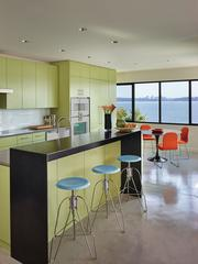The flexible space of Leschi House embodies the modern style.