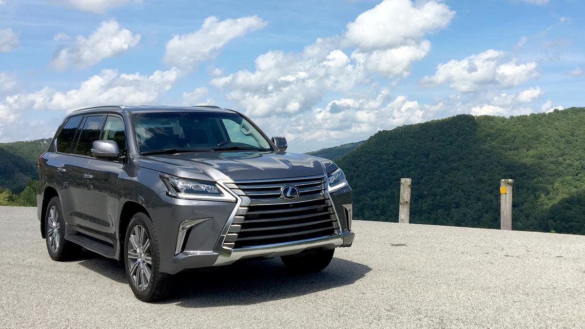 automotive minute lexus lx 570 offers dynamic luxury fit. Black Bedroom Furniture Sets. Home Design Ideas