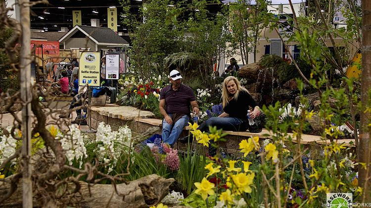 Superb Attendees Rest On A Garden Wall Set Up At The 2016 Colorado Garden U0026 Home  Show
