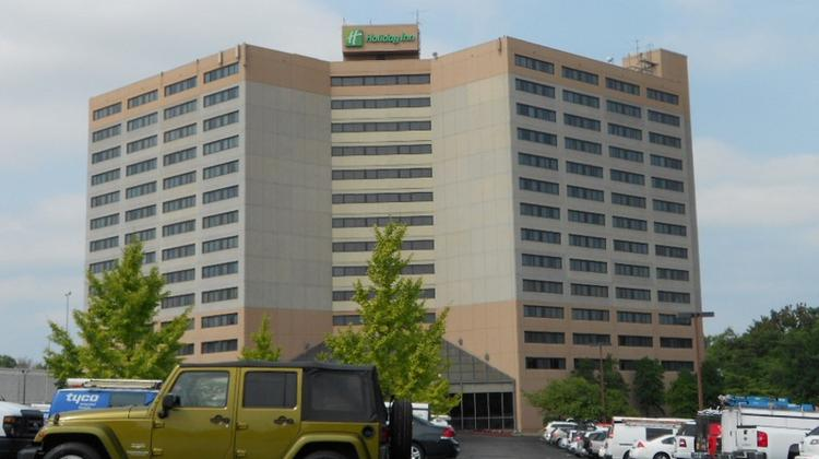 This 14 Story Hotel Near Nashville International Airport Is Changing From A Holiday Inn To