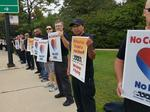Southwest Airlines mechanics return to picket line at Midway Airport