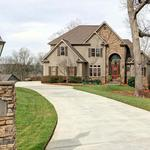 Home of the Day: Gorgeous Mountain Lodge Lake Home