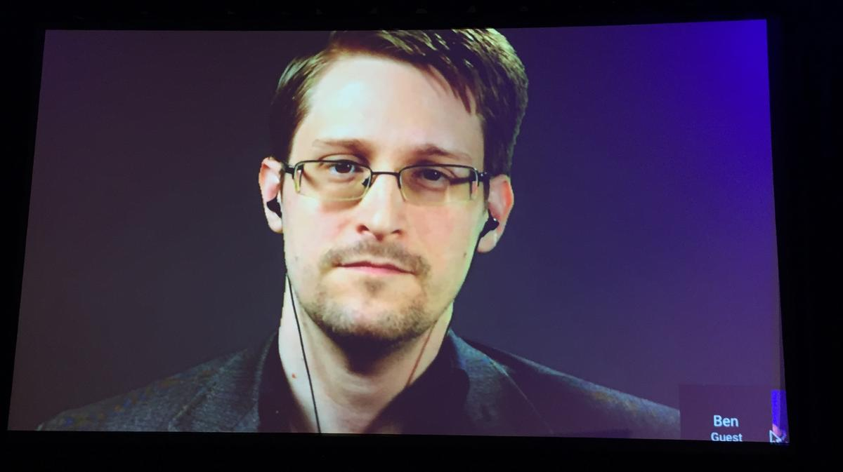 edward snowden Edward snowden spoke with der spiegel on everything from government surveillance crackdowns, russia's role in the dnc hacks and even mark zuckerberg's presidential ambitions.