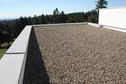 A gravel ballast protects the roof on Eric Lemelson's Karuna House from UV radiation, improving longevity.