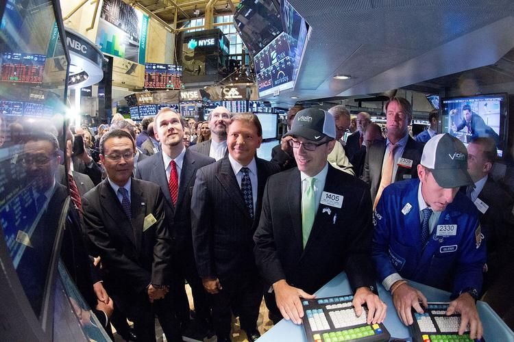 Former Violin Memory CEO Donald Basile, center left of man with the blue cap, was on the floor of the New York Stock Exchange when his company's stock started trading for the first time.