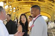 Fat City Bar & Cafe Chef Steve Gonsalves chats with Michelle Rhee and Mayor Kevin Johnson.