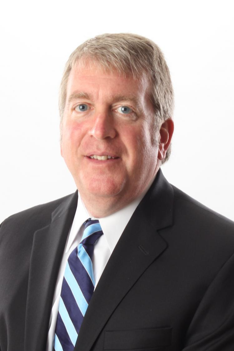 Santa Fe's Rosemont Realty has added a key player to its executive team. Don Henry is now the firm's chief investment officer, directing its national acquisition and fundraising work. Henry is the former chief real estate officer for Atlanta-based Wells Real Estate.