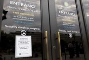 A sign announces the closure of the National Air and Space Museum.