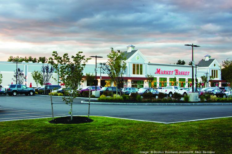 Citing 28 board and committee meetings in the space of two-and-a-half months One of Market Basket's independent directors has resigned amid a family struggle for control of the company.
