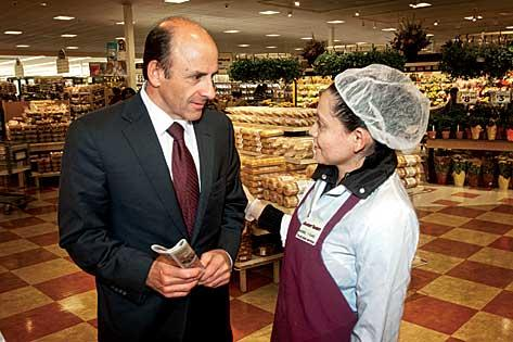 On a two-hour walk-through of Market Basket's giant store in Chelsea, Arthur T. Demoulas dispenses business advice and handshakes for dozens of well-known employees.