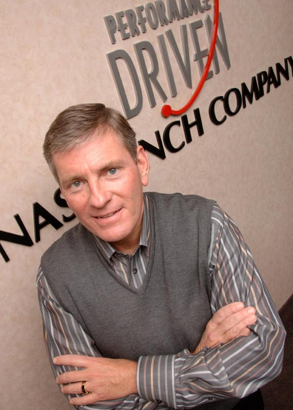 Nash Finch CEO Alec Covington will leave the company at the end of 2013.