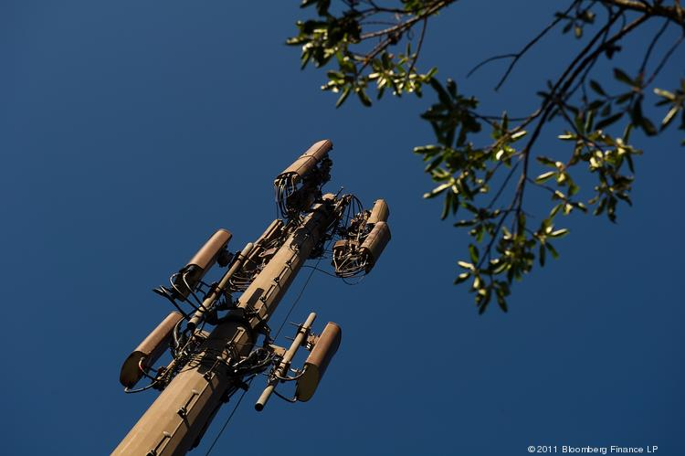 Verizon Wireless added new communications capacity to its wireless network in El Dorado County that expands its fourth-generation network coverage to El Dorado Hills, Greenwood and Pilot Hill.