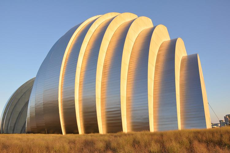 The Kauffman Center for the Performing Arts, which internationally acclaimed Israeli-Canadian-American architect Moshe Safdie designed with BNIM, consists of a soaring, open structure composed of two arching shells.