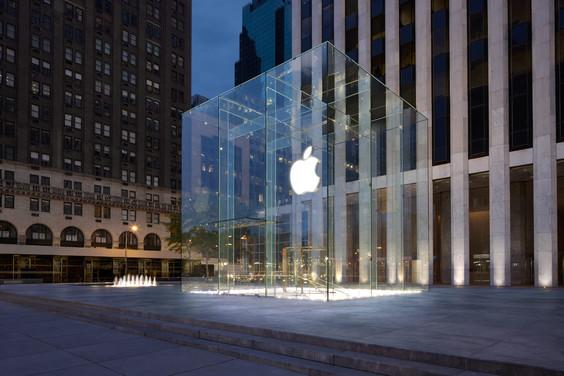 All Apple stores, including this location on Fifth Avenue in New York, will have iBeacon access.