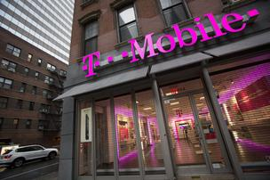 T-Mobile US Inc., the fourth-largest U.S. wireless carrier, will begin offering Apple's new iPads as well as other tablets with free 4G LTE wireless in November.