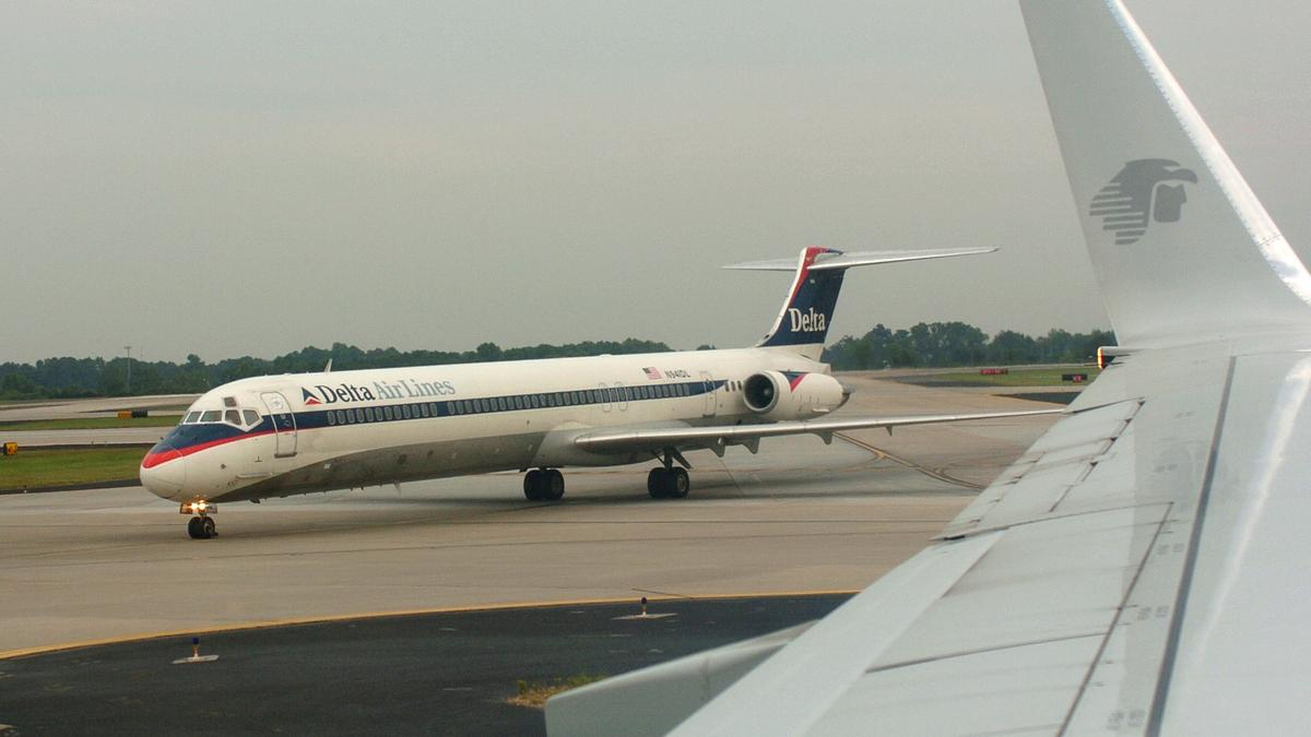 Delta Air Lines Inc. cancels service to Moscow - Atlanta Business ...