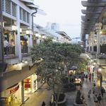 Hawaii's two largest shopping malls to close on Friday as Iselle reaches Oahu