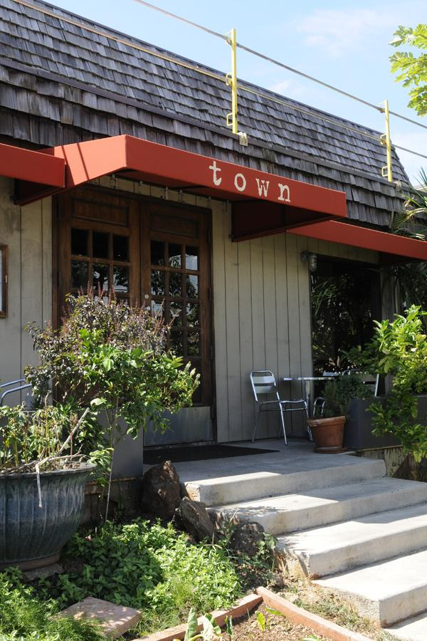 Chef Ed Kenney's Town restaurant in Honolulu's Kaimuki neighborhood has won The Nature Conservancy's Nature's Plate contest.