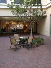 Brew-n-Beans courtyard in Brentwood