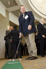 Scott Pendleton works on his short game at the Association for Corporate Growth table.