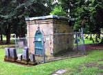 Brewers gin up $10K for Bottler's crumbling tomb