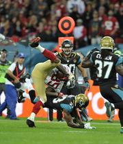49ers tight end Vernon Davis tackled