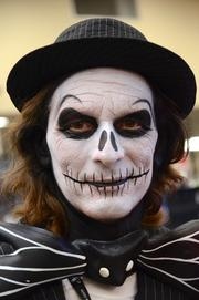 Mattos arrived dressed as Jack Shellington and had the body paint done during the convention.
