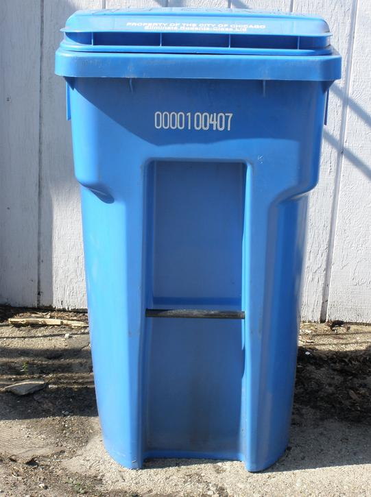 Chicago's blue bin recycling program has started slowly, but a new expansion initiative is expected to bring it to more than 130,000 new households over the next couple months.