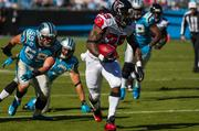 Falcons running back Steven Jackson tries to break away from a pack of defenders.