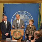 <strong>Inslee</strong> neutral on aerospace tax break bills as suppliers descend on Olympia