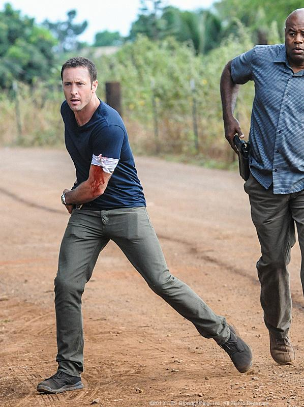 """Actor Alex O'Loughlin, seen here, with Chi McBride, filming a scene for a """"Hawaii Five-0"""" episode that will air on Npv. 15, has teamed with mixed martial arts champion Egan Inoue to teach self-defense seminars for women on Nov. 16-17 at Egan's Fit Body Boot Camp in Honolulu."""
