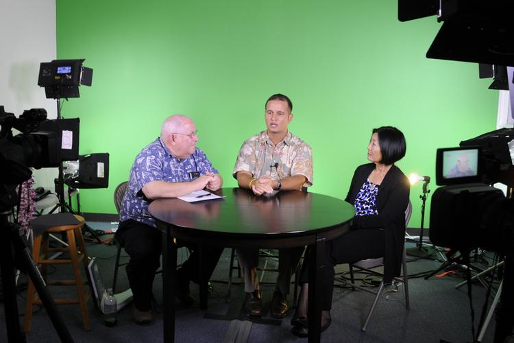 From left, Jay Fidell, president and founder of ThinkTech Hawaii, Duane Shimogawa of Pacific Business News, and Sharon Moriwaki of the Hawaii Energy Policy Forum within the UH Manoa College of Social Sciences.