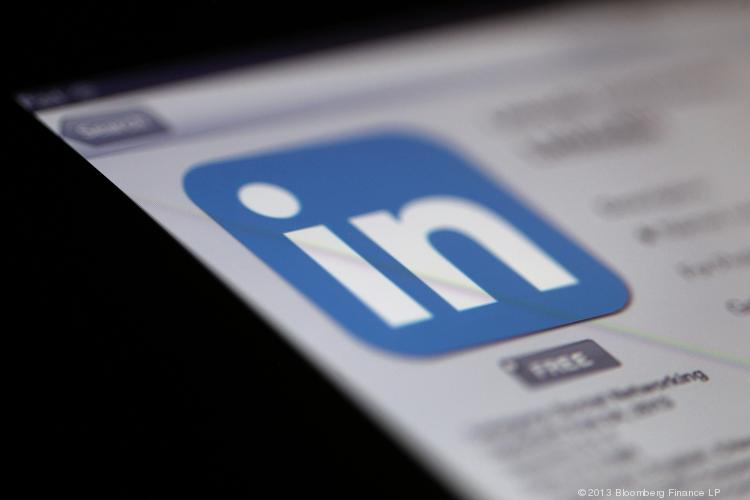 One LinkedIn user found there's a right way and a wrong way to use social media to find a job.