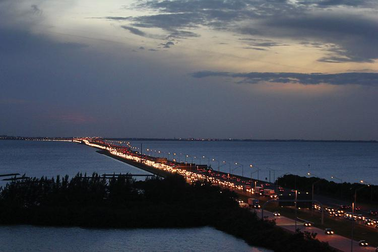 The Howard Frankland bridge at rush hour. Hillsborough-Pinellas transit links must be made here, first.