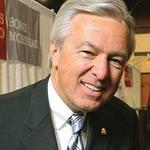 Wells Fargo CEO John Stumpf takes 15 percent pay cut for 2013