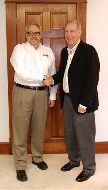 Lykins Oil Company president Jeff Lykins and Petron Oil Company owner Jim Doersam have reached an agreement for Lykins to acquire Doersam's family-owned business.