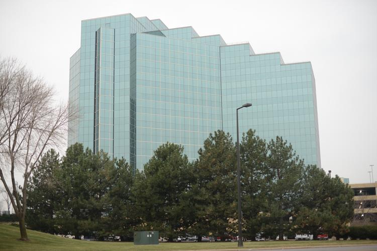 A Transwestern real estate fund is nearing a deal to buy the Minnesota Center office building near the intersection of France Avenue and Interstate 494 in Bloomington.