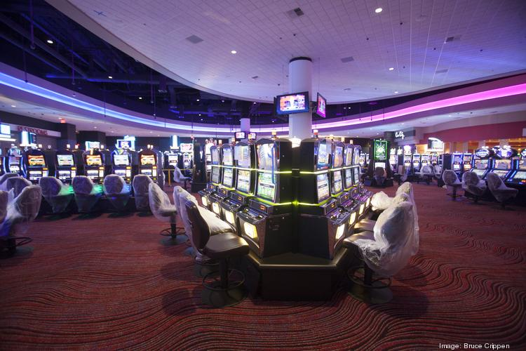 The power went out at Miami Valley Gaming on its first night of scheduled horse racing.