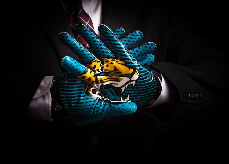The Jaguars throw the lead block for Jacksonville to capture business in London.