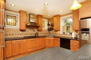 1125 Edward Terrace: The kitchen has 42-inch cabinets.