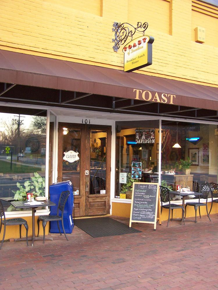 Toast Café will open its first location in the Triangle market in 2014. The gourmet breakfast chain wants to sell 25 franchises in the Carolinas next year.