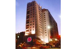 The downtown Cincinnati Garfield Suites hotel will be converted into a DoubleTree Suites.