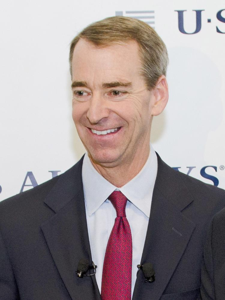 After more than two decades with the company, including a successful bankruptcy restructuring and a merger that created the largest airline in the world, CEO Tom Horton will walk away from American Airlines with $12.7 million in cash and other severance benefits.