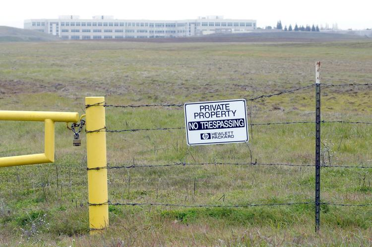 The Hewlett-Packard Co. Foundation sold a choice 188-acre parcel of vacant land in Roseville zoned for office and light manufacturing. It first put the property on the market in January.