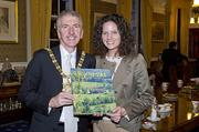 In November, Sister Cities of Nashville delegates promoted the city and its thriving music industry at the Belfast Music Festival in Belfast, Northern Ireland and at the Caen a l'International in Caen.   Sister Cities of Nashville Board president Tracy Kane gives Belfast City Lord Mayor Mairtin O Mulleoir a book on Tennessee