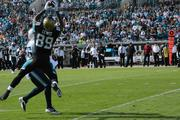 Jaguars tight end Marcedes Lewis catches a first down early in the game.