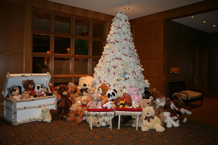 A Christmas tree made of teddy bears at the Four Seasons across from the Boston Public Garden.